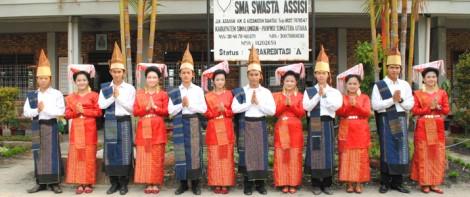 SMA ASSISI Juara 2 Tari Kreasi Simalungun